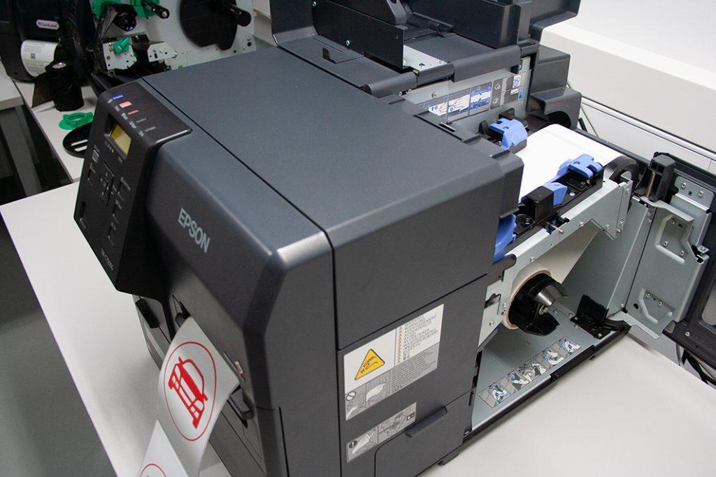 The colour inkjet printer Epson C7500
